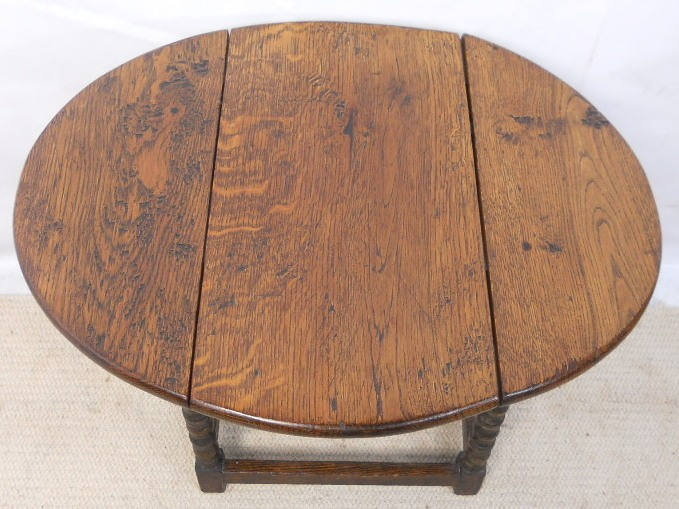oak small dropleaf coffee table in antique style